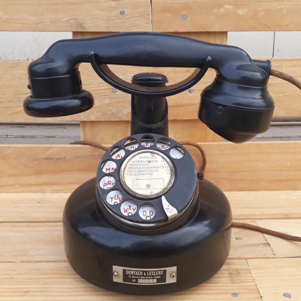 Location De Décoration: Ancien Téléphone Rond En Bakélite