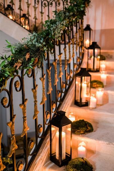 décoration d'escalier pour un mariage plein de charme