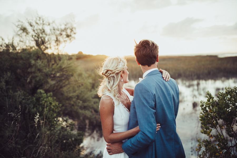 Mariés devant les près salés à Gujan-Mestras